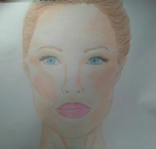 u mnie na asku na tle masz sklejke zdj z Angeliną D wybierz jedno i narysuj dla