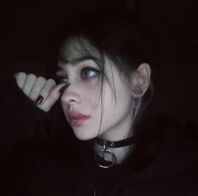 im addicted to sad grunge girls