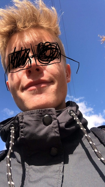 Wstaw selfie w okularach przeciwsłonecznych