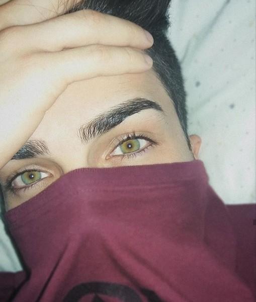 Sono stra fissata con gli occhi delle persone ma non tanto il colore quanto lo