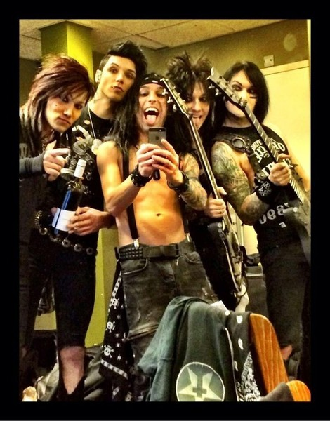Te szereted a Black Veil Brides nevű együttest Ha igen tegyed ki róluk a kedvenc