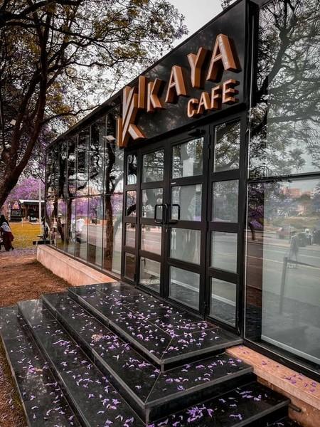 واجهة مقهى جميل في المملكة السعودية