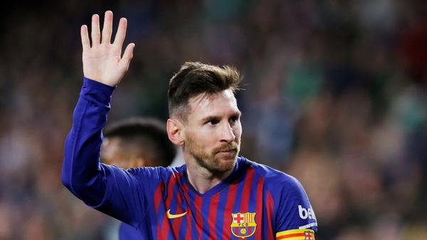 Pele Messi jest utalentowany świetnie asystuje podaje strzela gola i
