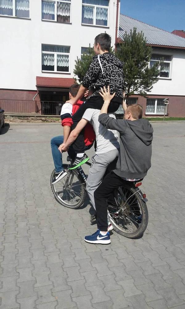 Kaskaderka poziom hard D Krótki poradnik jak nie jeździć rowerem w czterech  1