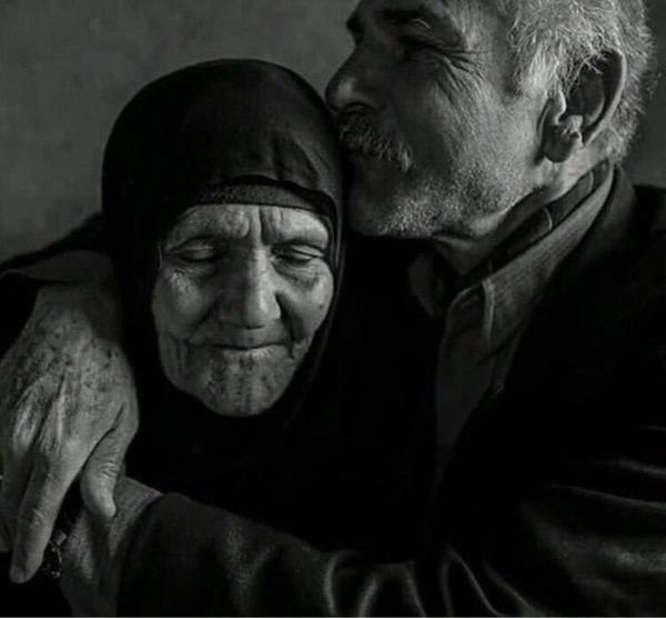 لا يموت الحب وإن شاخ الجسد فـ الحب يبقينا صغارا إلى الأبد