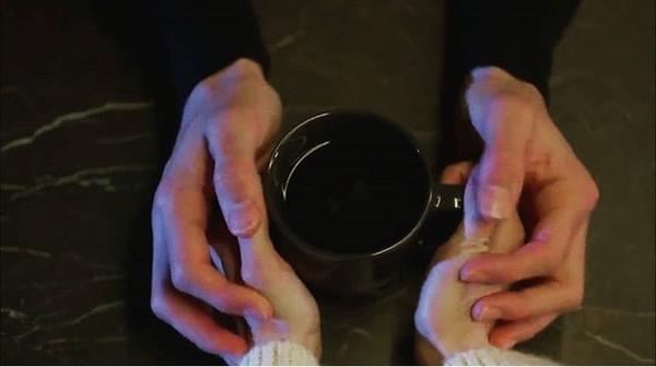 لـم لا تأتي ونتقاسم القهوة  القهوة لـك وأنت لـي