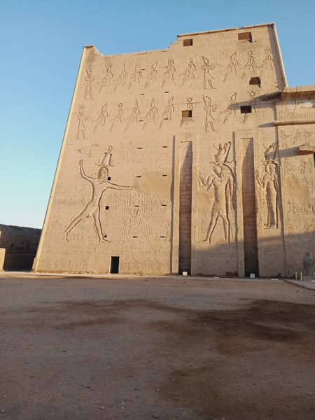 معبد إدفو