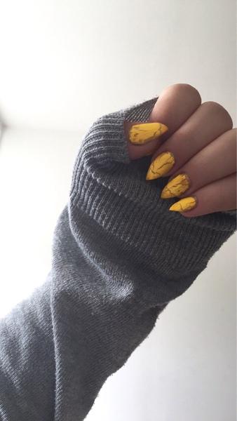 pokaz paznokcie  prosze