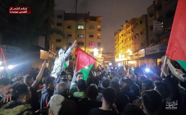 إن كان الشهيد يشفع لسبعين من أهله  فهنيئا لأهل فلسطين الجنة