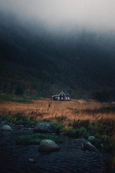 اتخيل اعيش هنا مع ناس احبهم ياربي مجرد خيال واسعدني