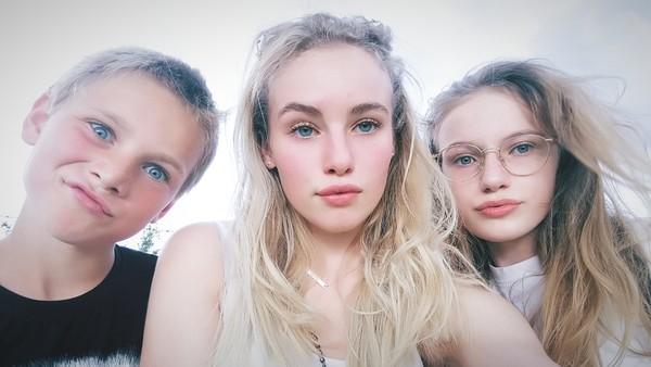 Hast du ein Bild von dir mit deinen Geschwistern