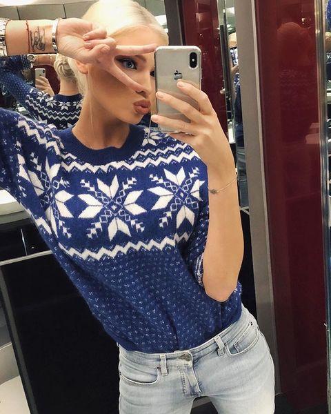 Алёна любит синий цвет