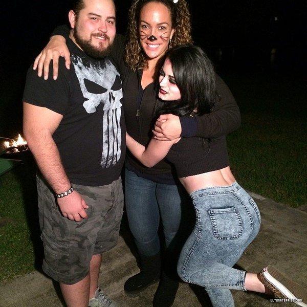 Paige przyjaźni się z Nią Jax