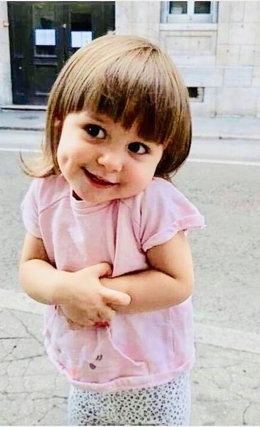 أ يوجد صورة تنظر إليها لترسم الابتسامة عليك