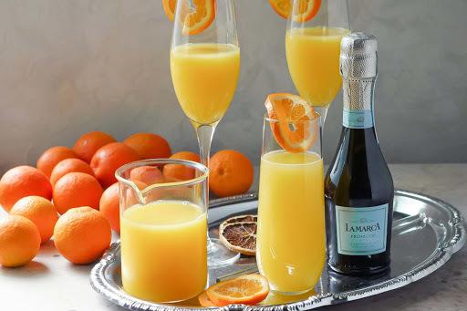 хотелось бы сейчас выпить апельсиновый сок или чтото покрепче