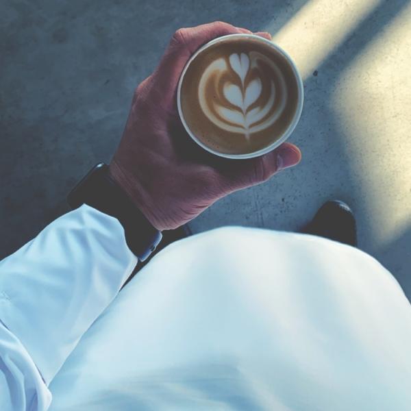 احد يشرب معي قهوة