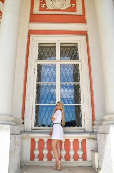 Го фото во весь рост в белой юбке которой нет в инста тыы вообще красивая