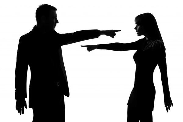 Как вы реагируете когда при вас критикуют незнакомого человека