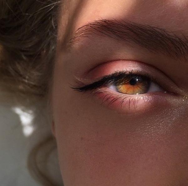 1010   عيناك بلاد مطمئنة ايا ليتني كل الناظرين