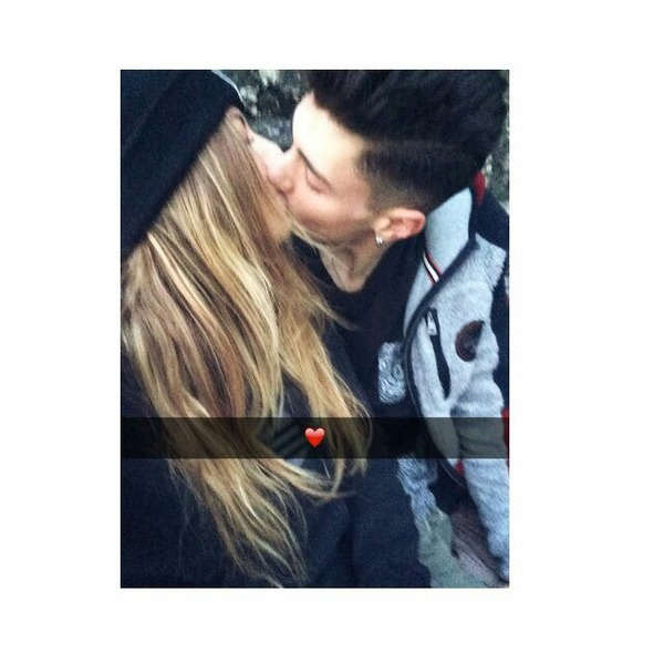 Foto con Sara mentre vi baciate