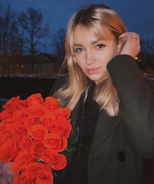 Белые или красные розы