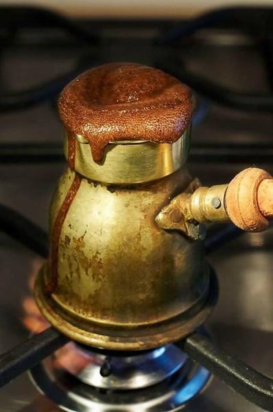 القهوه غيورة جدا إذا شعرت أن صاحبها دار ظهره فارت