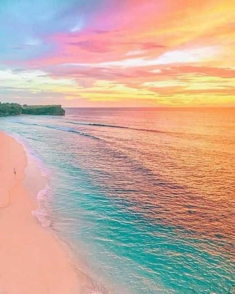 غروب الشمس في جزيرة بالي   إندونيسيا