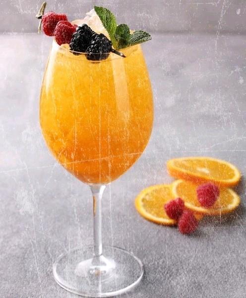 Ваш любимый напиток Я люблю лимонную воду и клубничный чаай