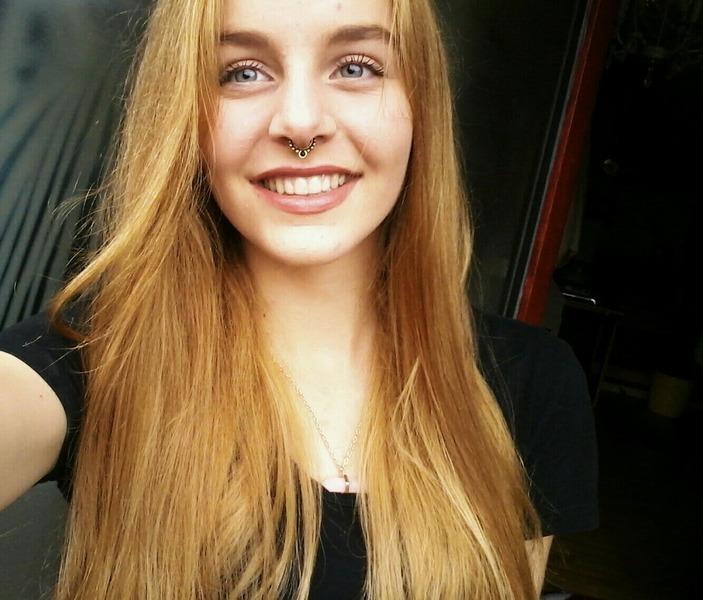 bild mit blonden haren und piercing stand dir so gud