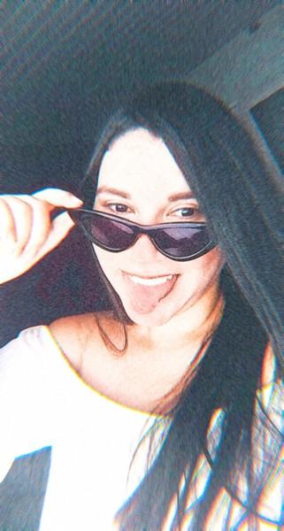 Posta foto sua zoada mostrando a língua
