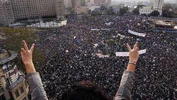 السلام علي ثورة يناير وعلي من آمن بها نرددها إلي أن يرث الله الأرض ومن عليها
