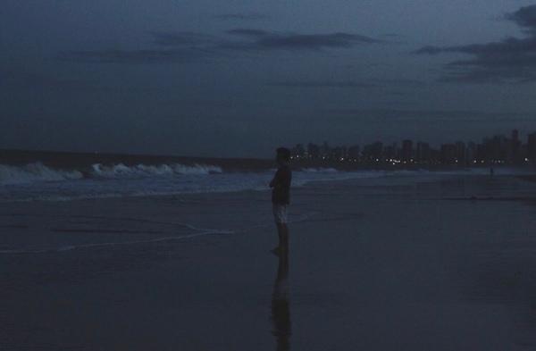 البحر صديق لكل الذين يشعرون بأنهم ليسوا على ما يراملحظة الصمت أمامه نوع آخر من