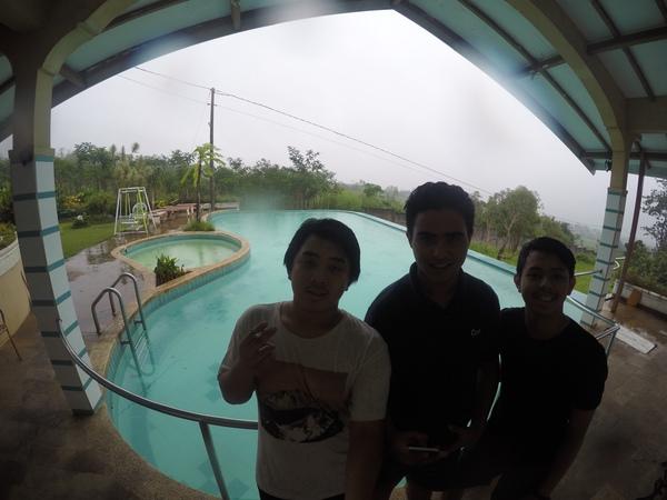 Pap di villa with anak anak 11e