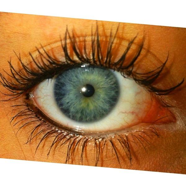 mach doch bitte ein bild von deiner Augenfarbe nicht von sophie und dir