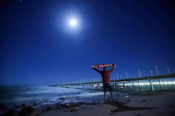 الليل وسماه ونجومه والأهلي