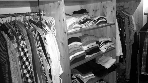 Bild von deinem begehbaren Kleiderschrank