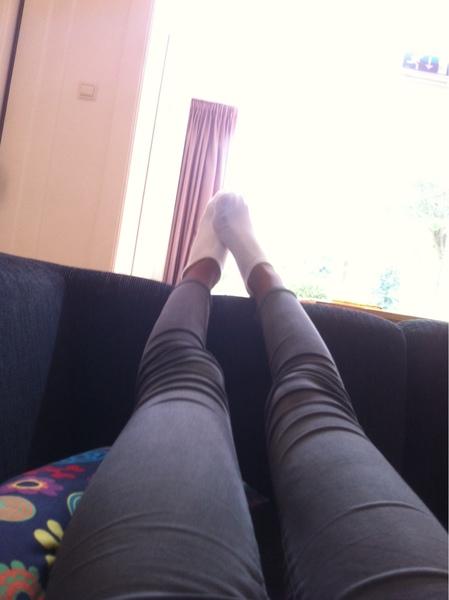 Haar neuken in regenboog sokken