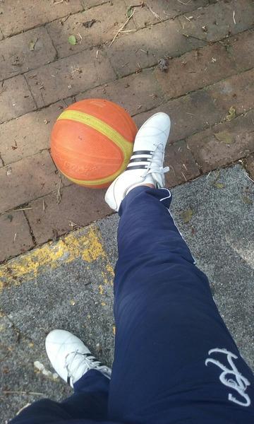 Hoy fue un buen dia en educacion fisica con este balon jugamos 5 rondas de