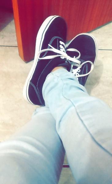 poderia mostrar seus pés