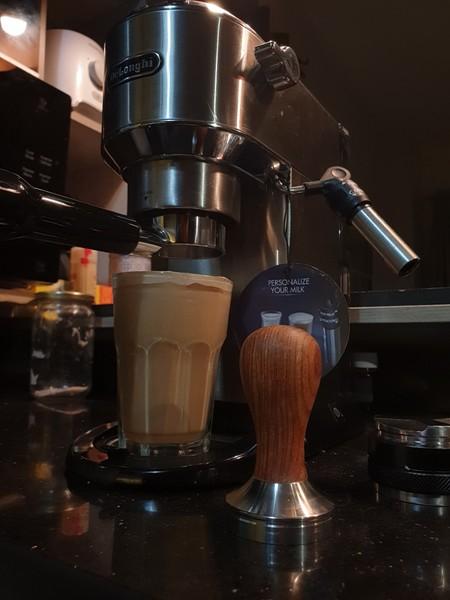 شوف يقولك اللي يعرف يعمل قهوة زينا وهو جايبها من النيسبريسو ماشين الفاجر