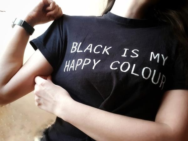 Черный  это не цвет грусти Яркие цвета  вот что меня угнетает Они так пусты