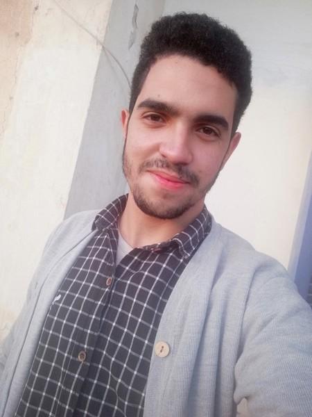 مش تدخل مني ولا حاجة لكن قصة شعرك اللي في الصورة مش جميلة والرسول نهى عن القذع