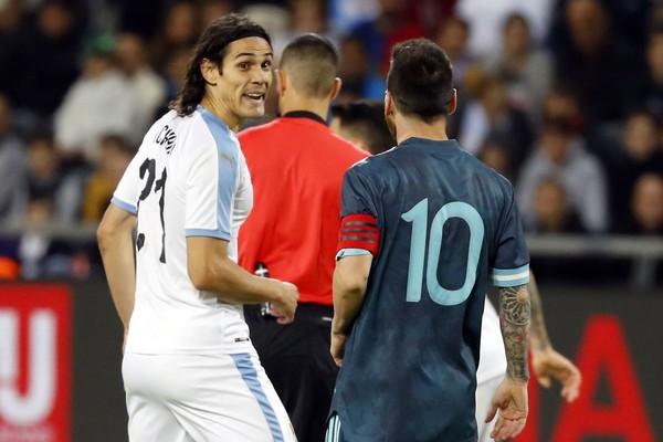 W przerwie meczu Urugwaj  Argentyna doszło do szarpaniny Edinsona Cavaniego z