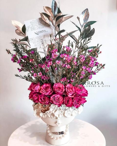 ما هو نوع ولون الورود الذي ترى أنه مناسب كهدية لفتاة