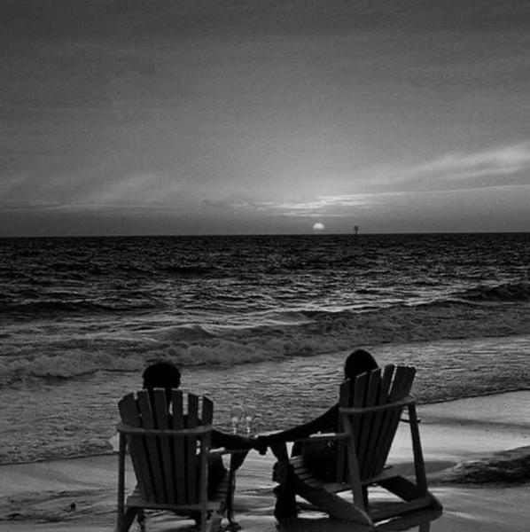 أنا بجانبك عندما تحزنين  وعندما تشعرين بالخوف من هذه الحياه سأخبرك