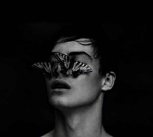 انا لا أخمن كمية الفراشات ألتي إبتلعها كل يوم  أصبحت