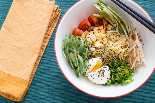 Что вкуснее салатик с овощей или шаурма