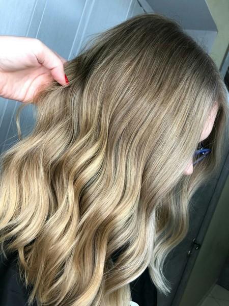 Ты экспеременритровала с цветом волос Слабо покрасить их в синий или фиолетовый