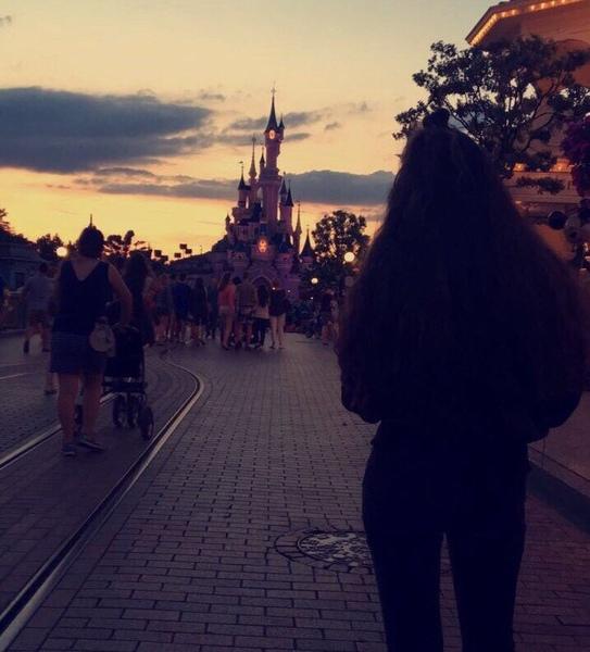 إنك بي أكثر مما تظن وإن البعد عكس ما ظننا لم يكن البعد يوما يزيح بل