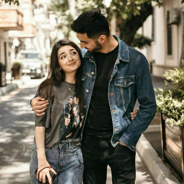 منذ أول ضحكه رأيتها على وجهك همس لي قلبي  نحن على وشك الحياة